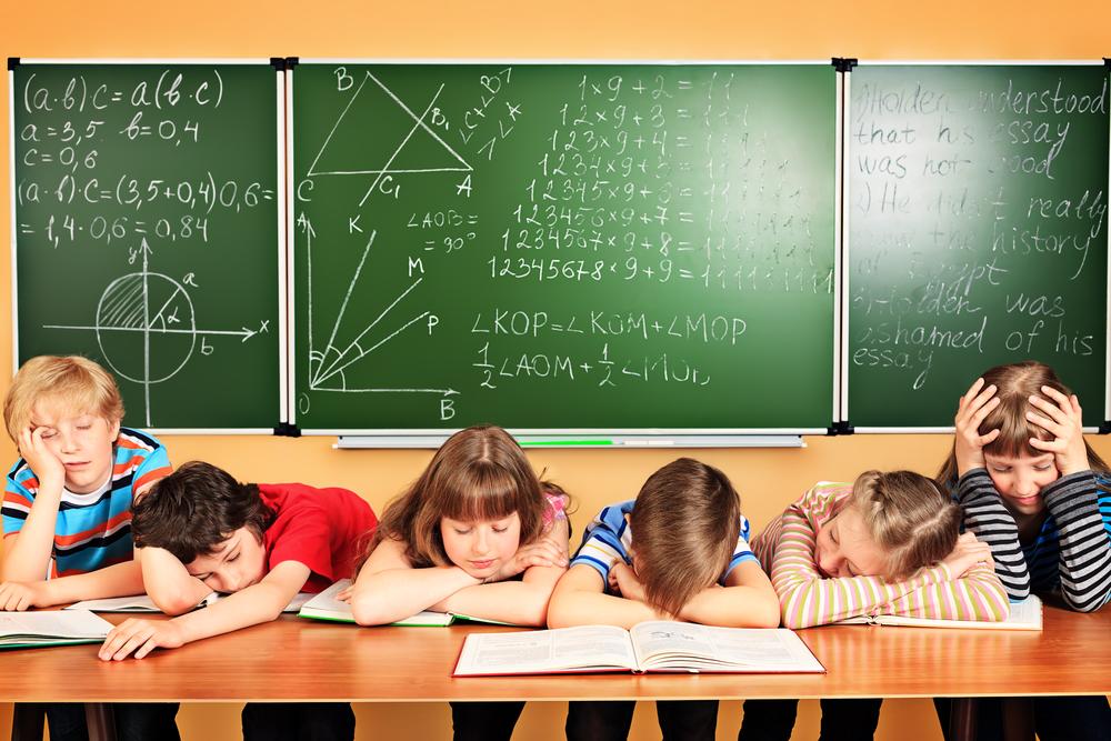 Spící děti ve třídě